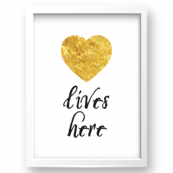 Free Printable Love Lives Here 2 from @pinkimonogirl for a gallery wall