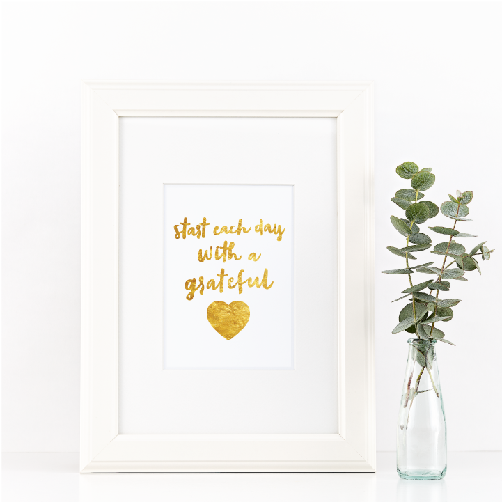 Free Printable Start Each Day With A Grateful Heart 2 from @pinkimonogirl for a gallery wall